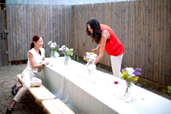 throw a chic backyard bash summer party decoration inspirations